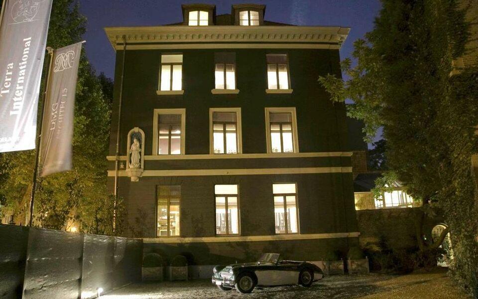 hotel le tissu a design boutique hotel antwerp belgium. Black Bedroom Furniture Sets. Home Design Ideas