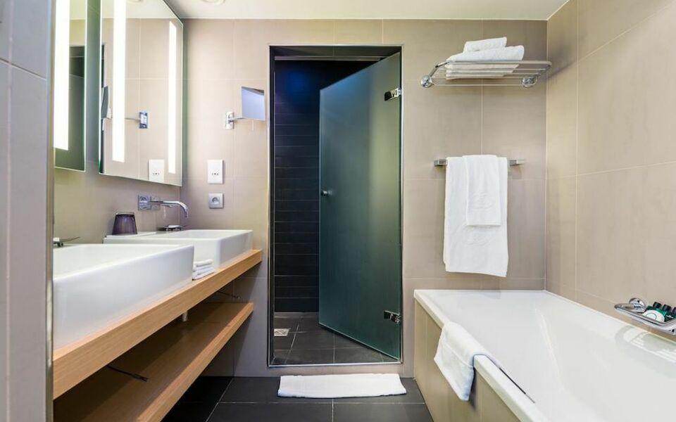 Hotel sofitel brussels le louise bruxelles belgien for Design hotel belgien