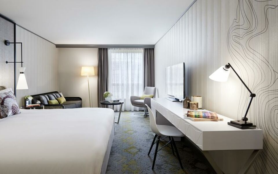 Renaissance Paris La Defense Hotel, A Marriott Luxury & Lifestyle Hotel, Puteaux (1)