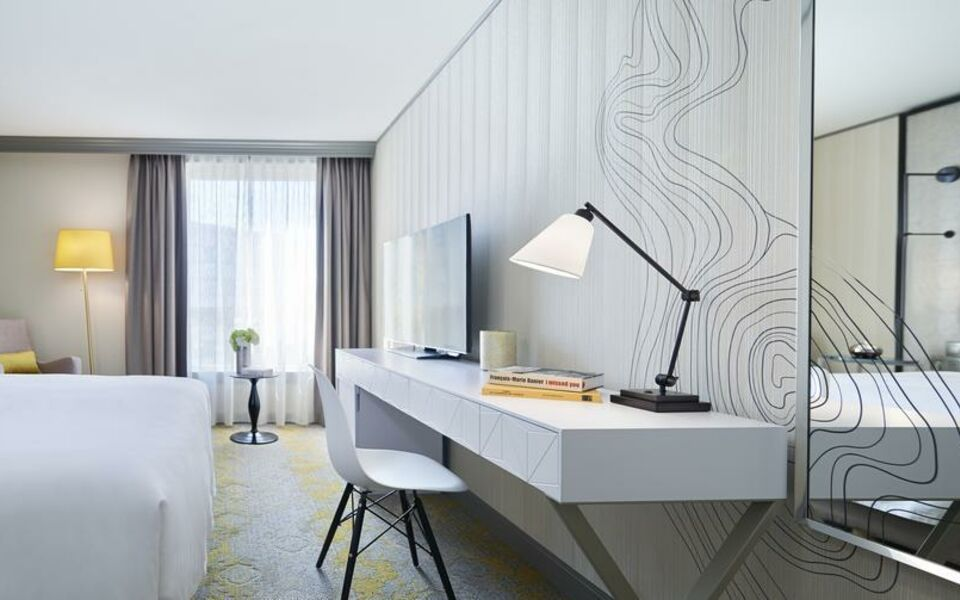 Renaissance Paris La Defense Hotel, A Marriott Luxury & Lifestyle Hotel, Puteaux (12)