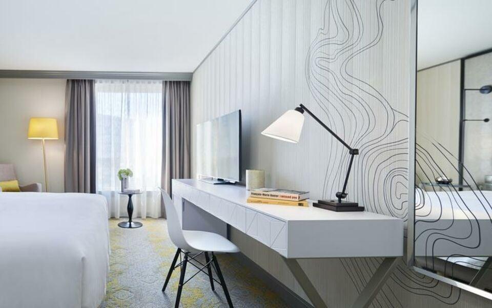 Renaissance paris la defense hotel a marriott luxury for 60 jardin de valmy la defense