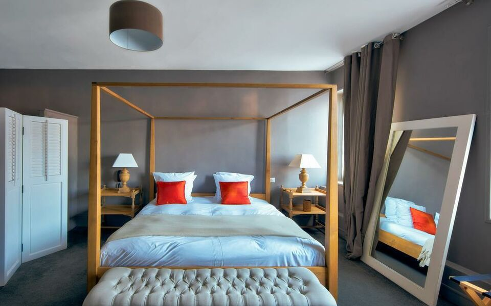 h tel la licorne spa a design boutique hotel lyons la for t france. Black Bedroom Furniture Sets. Home Design Ideas