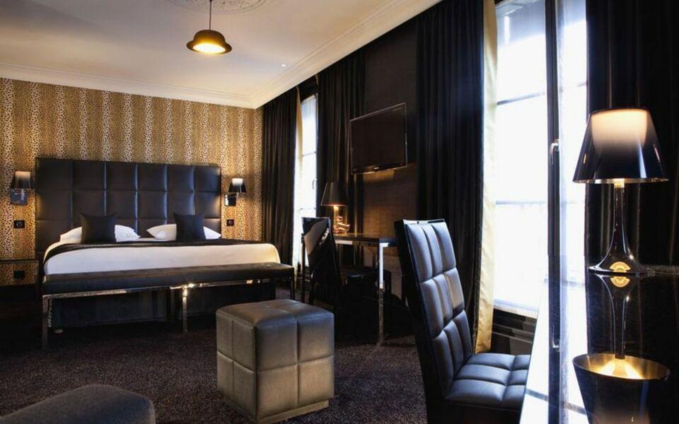 first hotel paris tour eiffel a design boutique hotel paris france. Black Bedroom Furniture Sets. Home Design Ideas