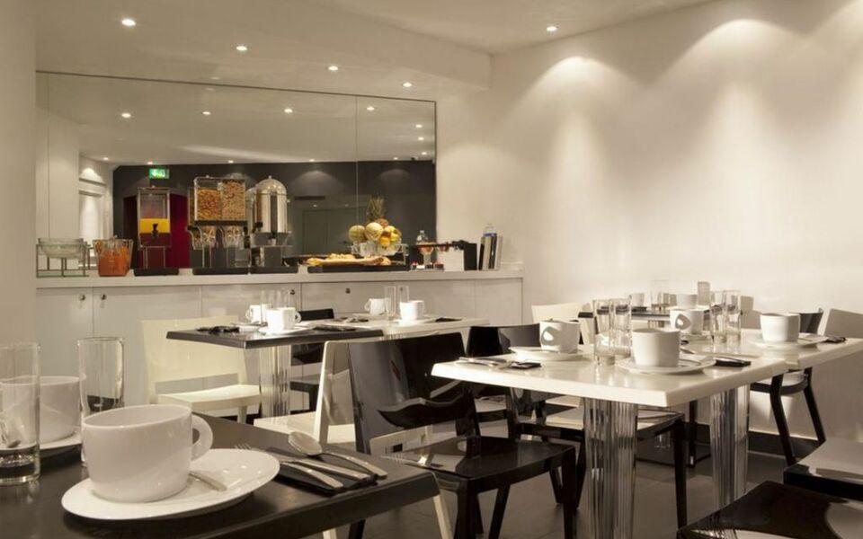 first hotel paris tour eiffel paris france my boutique hotel. Black Bedroom Furniture Sets. Home Design Ideas