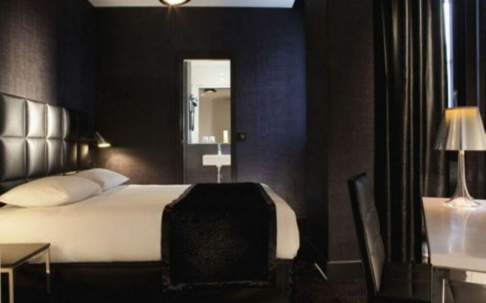 first hotel paris tour eiffel paris francia. Black Bedroom Furniture Sets. Home Design Ideas