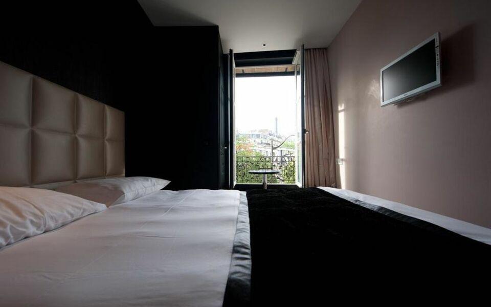 first hotel paris tour eiffel paris frankreich. Black Bedroom Furniture Sets. Home Design Ideas