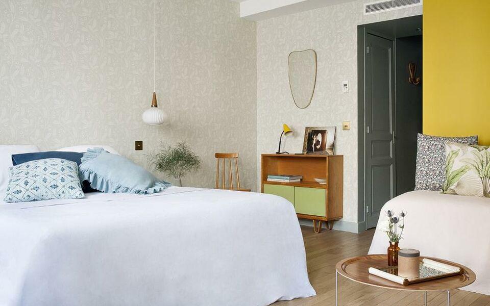 h tel henriette paris francia. Black Bedroom Furniture Sets. Home Design Ideas