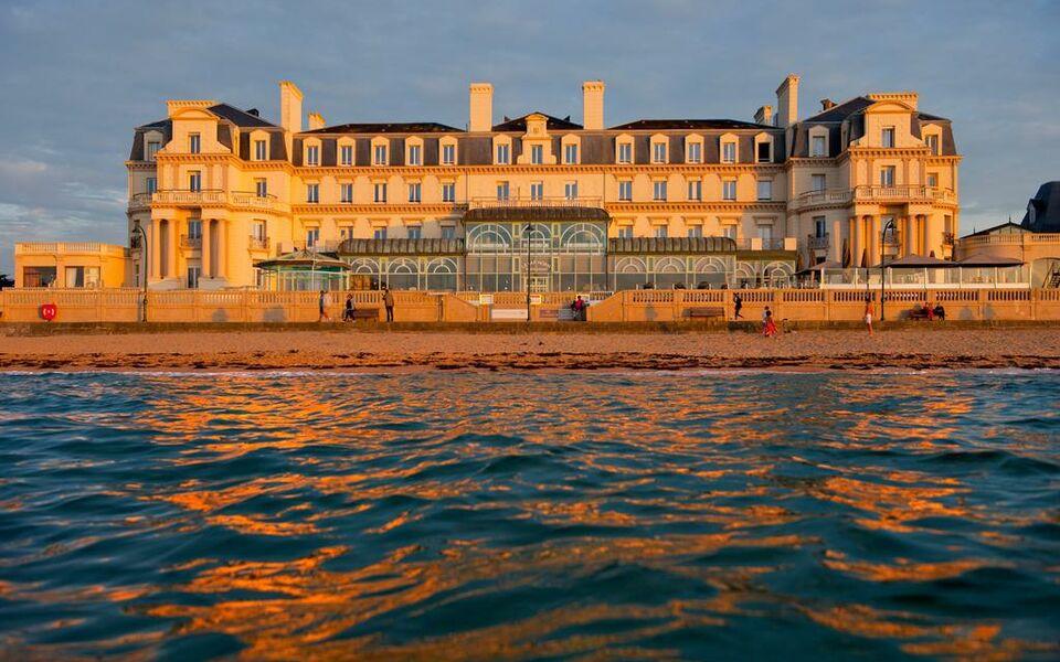 Grand h tel des thermes a design boutique hotel saint for Hotels saint malo