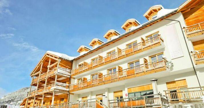 h 244 tel le chalet blanc a design boutique hotel montgen 232 vre