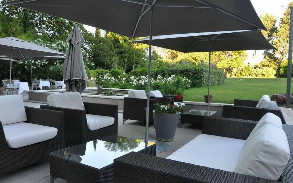 H tel de l 39 image a design boutique hotel saint r my de for Design hotel des francs garcons saint sauvant