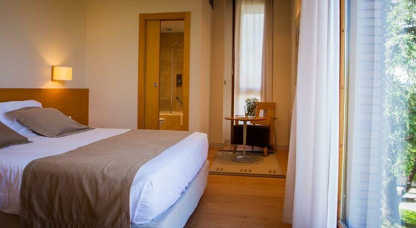 Hotel jaizkibel hondarribia espagne my boutique hotel for Chambre double lits jumeaux