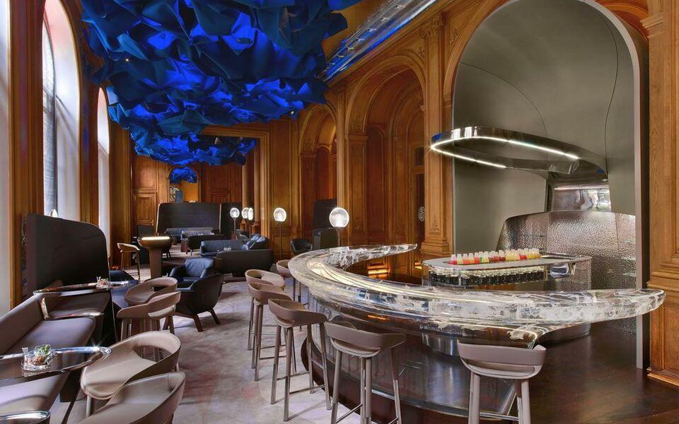 hotel plaza athenee paris a design boutique hotel paris france. Black Bedroom Furniture Sets. Home Design Ideas