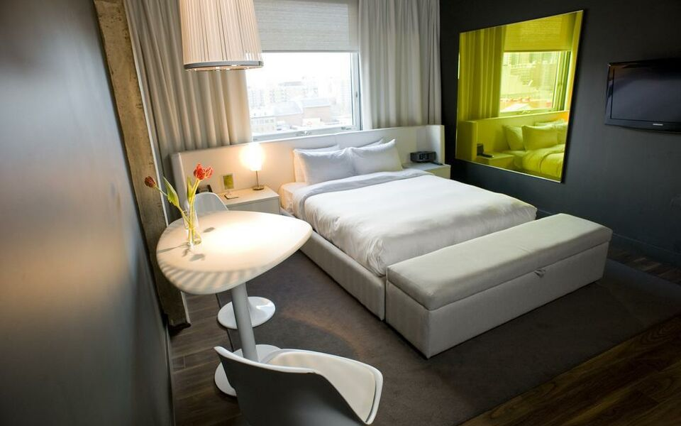 hotel zero 1 montreal montr al kanada. Black Bedroom Furniture Sets. Home Design Ideas