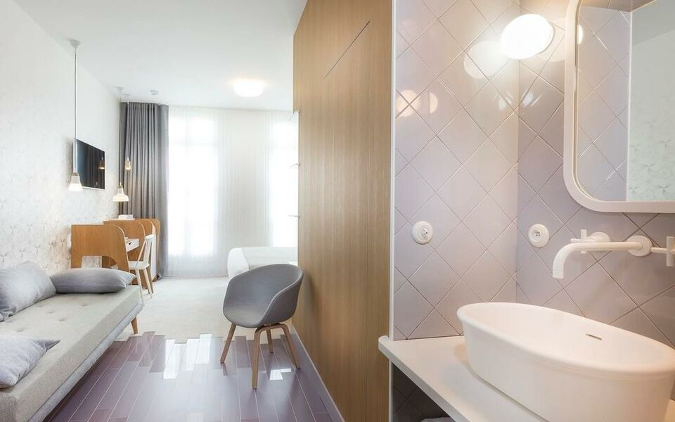 Hotel le lapin blanc a design boutique hotel paris france for Hotel design 75005