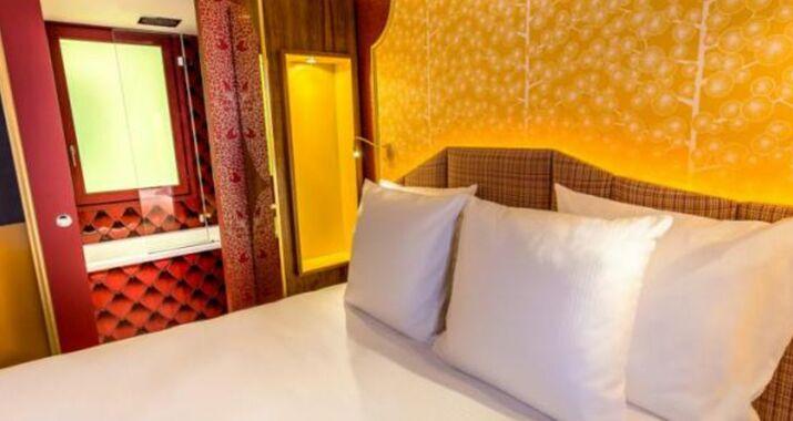 idol hotel a design boutique hotel paris france. Black Bedroom Furniture Sets. Home Design Ideas