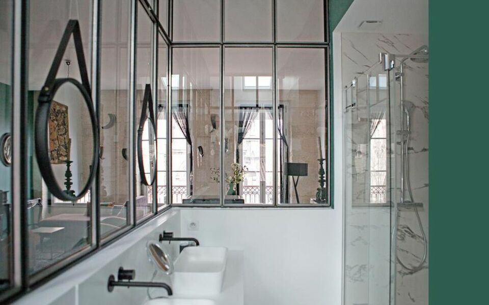 une chambre chez dupont a design boutique hotel bordeaux france. Black Bedroom Furniture Sets. Home Design Ideas