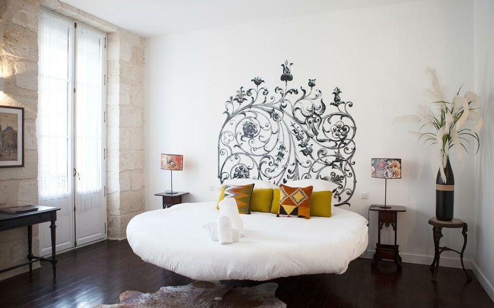 chambre bordeaux chambre bordeaux with chambre bordeaux chambre privilge lit double with. Black Bedroom Furniture Sets. Home Design Ideas