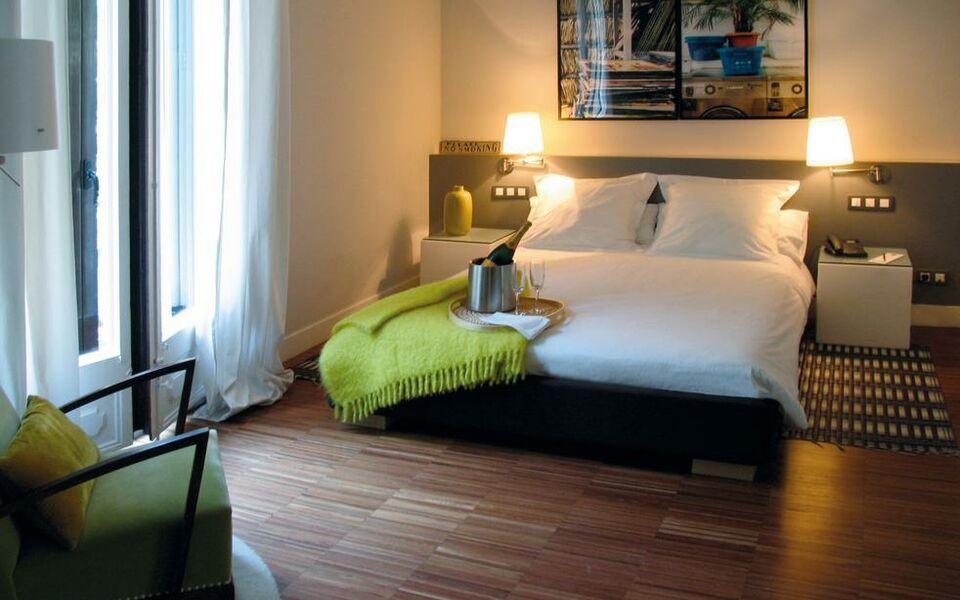 the5rooms barcelona spanien. Black Bedroom Furniture Sets. Home Design Ideas