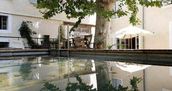 la maison sur la sorgue esprit de france l 39 isle sur la sorgue france my boutique hotel. Black Bedroom Furniture Sets. Home Design Ideas