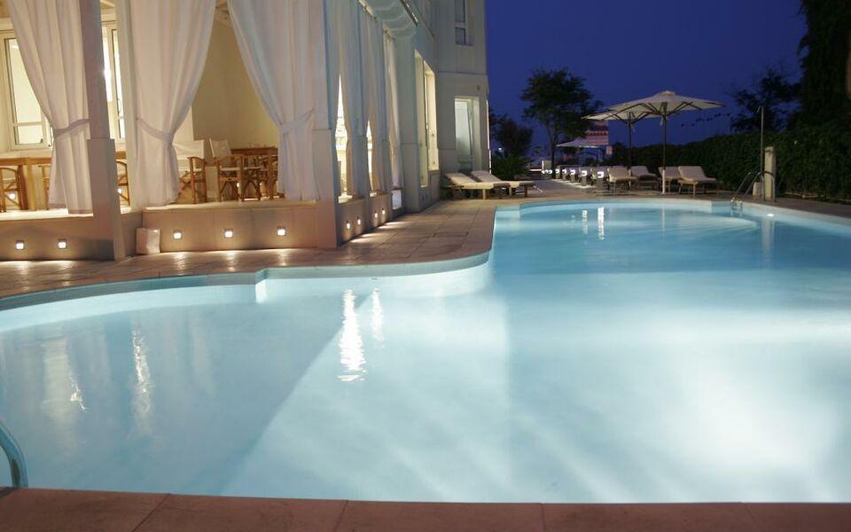 Le rose suite hotel rimini italie my boutique hotel for Arredamenti hotel di lusso