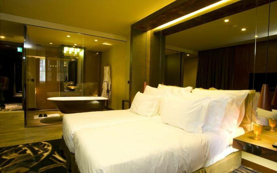 Hotel teatro a design boutique hotel porto portugal for Porto design hotel