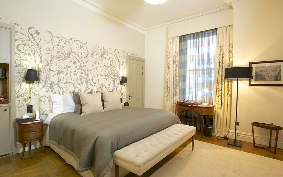 Adria boutique hotel london adria boutique hotel from 180 for Tattoo shops in yuba city