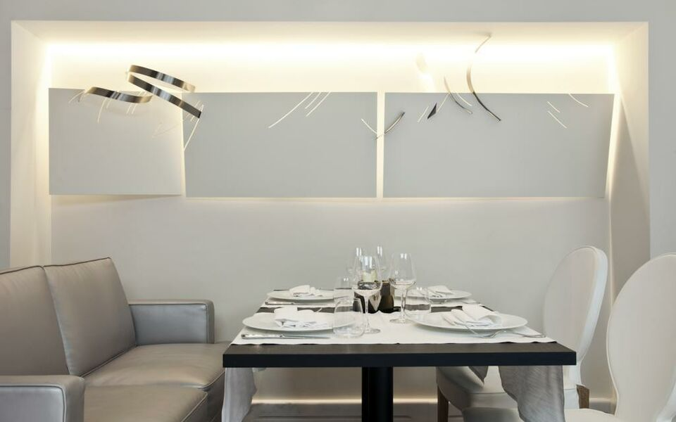 The First Luxury Art Hotel Roma, Rome, Spagna (11)