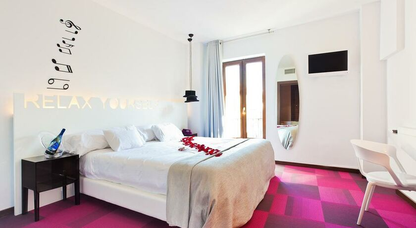 Marquis urban grenade espagne my boutique hotel for Chambre double lits jumeaux