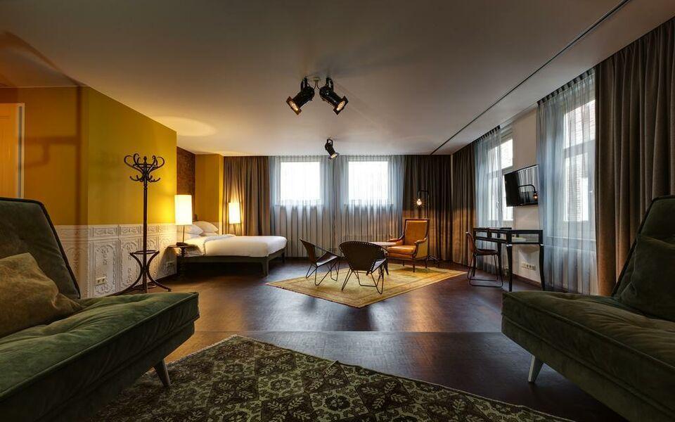 hotel v nesplein a design boutique hotel amsterdam netherlands. Black Bedroom Furniture Sets. Home Design Ideas