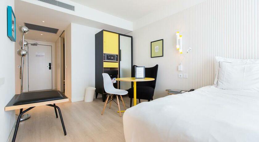 Vincci bit barcelone espagne my boutique hotel for Chambre double lits jumeaux