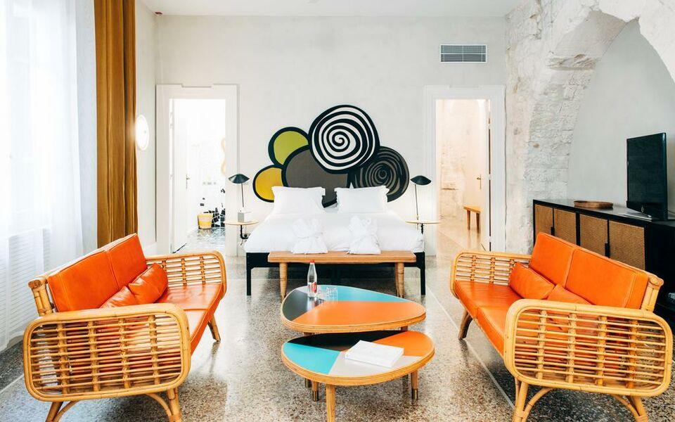 h tel du clo tre arles france my boutique hotel. Black Bedroom Furniture Sets. Home Design Ideas