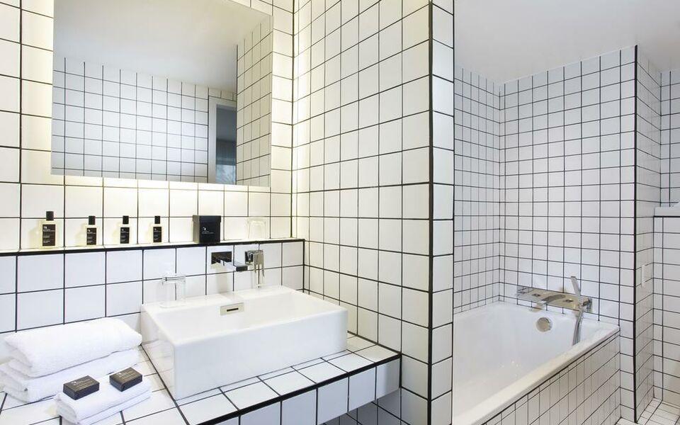 la maison champs elys es paris frankreich. Black Bedroom Furniture Sets. Home Design Ideas