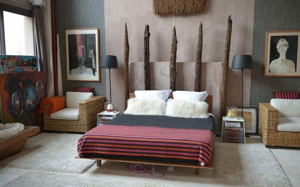 chambre d 39 h tes le poteau rose a design boutique hotel bayonne france. Black Bedroom Furniture Sets. Home Design Ideas