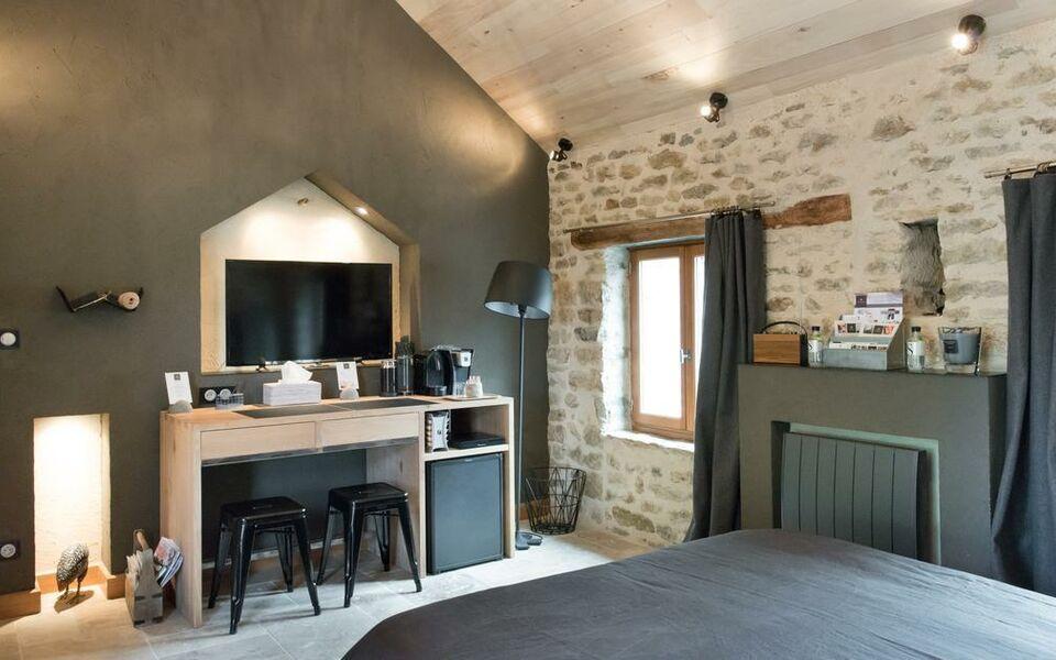 le domaine des pr s verts spa jouey francia. Black Bedroom Furniture Sets. Home Design Ideas