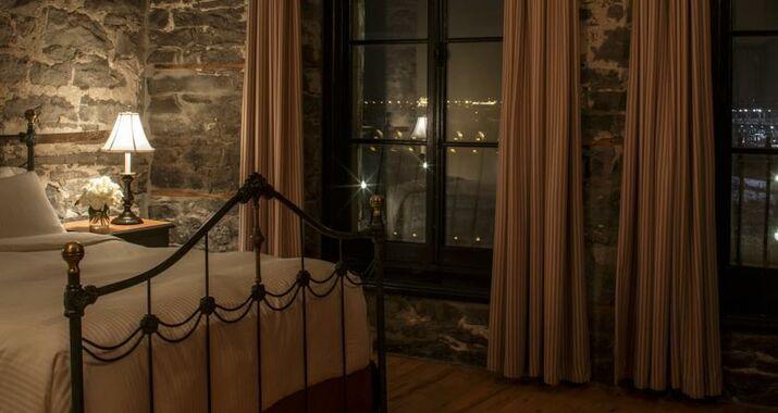 Auberge du vieux port a design boutique hotel montr al for Design hotel berge