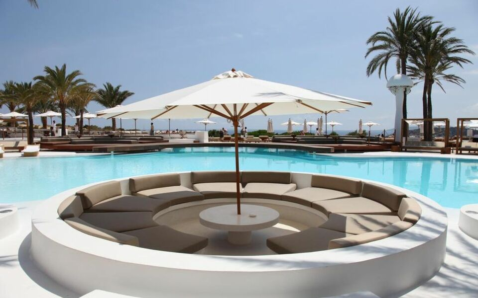 Destino pacha ibiza resort a design boutique hotel ibiza for Boutique hotel ibiza