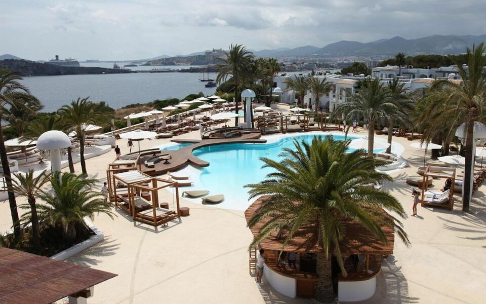 Destino pacha ibiza resort a design boutique hotel ibiza for Boutique hotel ibiza