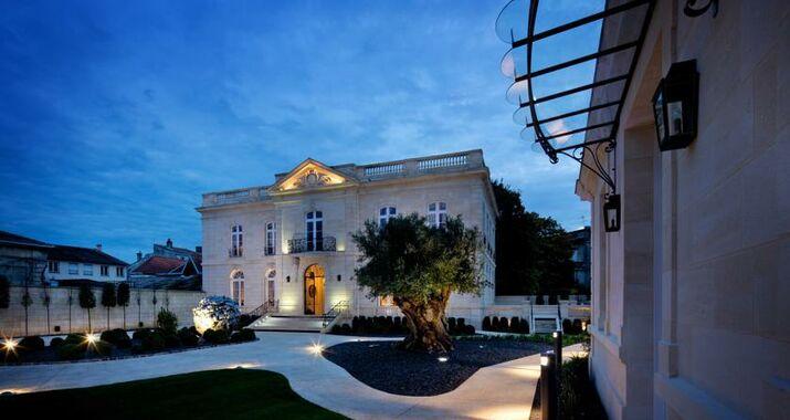 la grande maison de bernard magrez a design boutique hotel bordeaux france. Black Bedroom Furniture Sets. Home Design Ideas