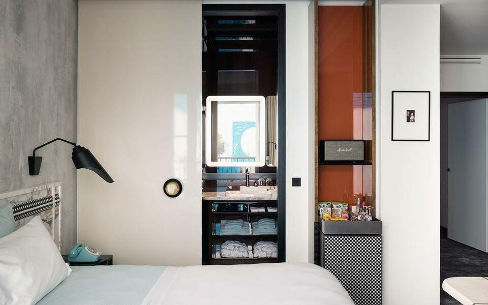 Hotel les bains paris a design boutique hotel paris france for Hotel design 75003