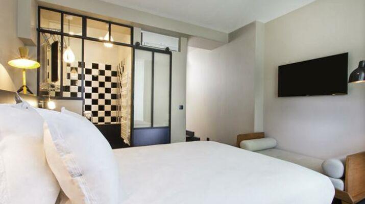 1 er Etage, an apartment hotel, Le Marais, Paris