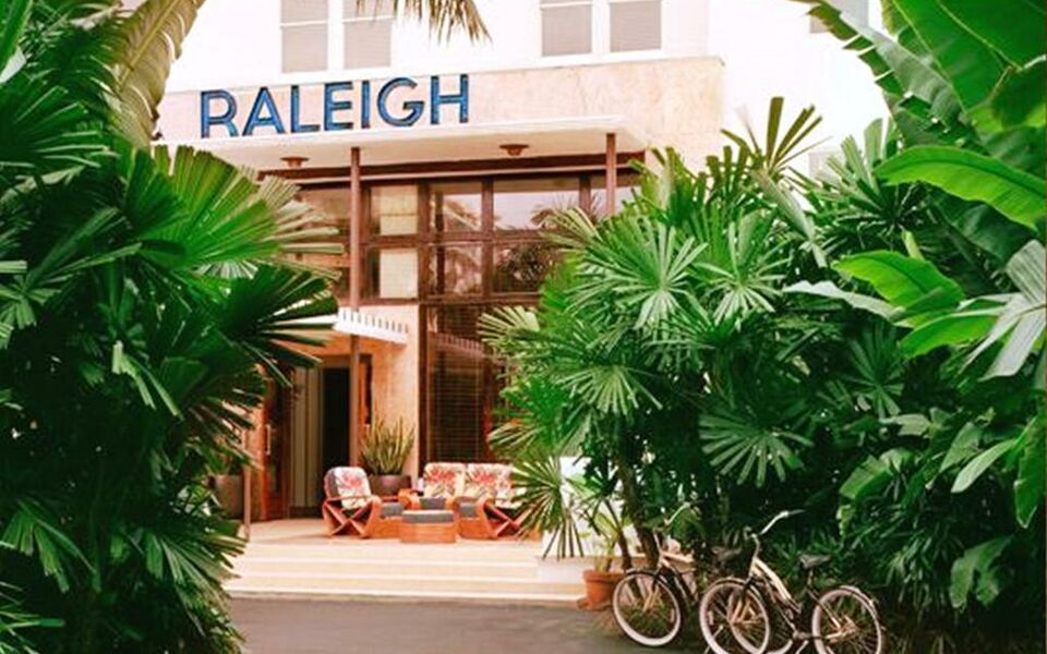 The raleigh hotel a design boutique hotel miami beach u s a for Raleigh hotel miami restaurant
