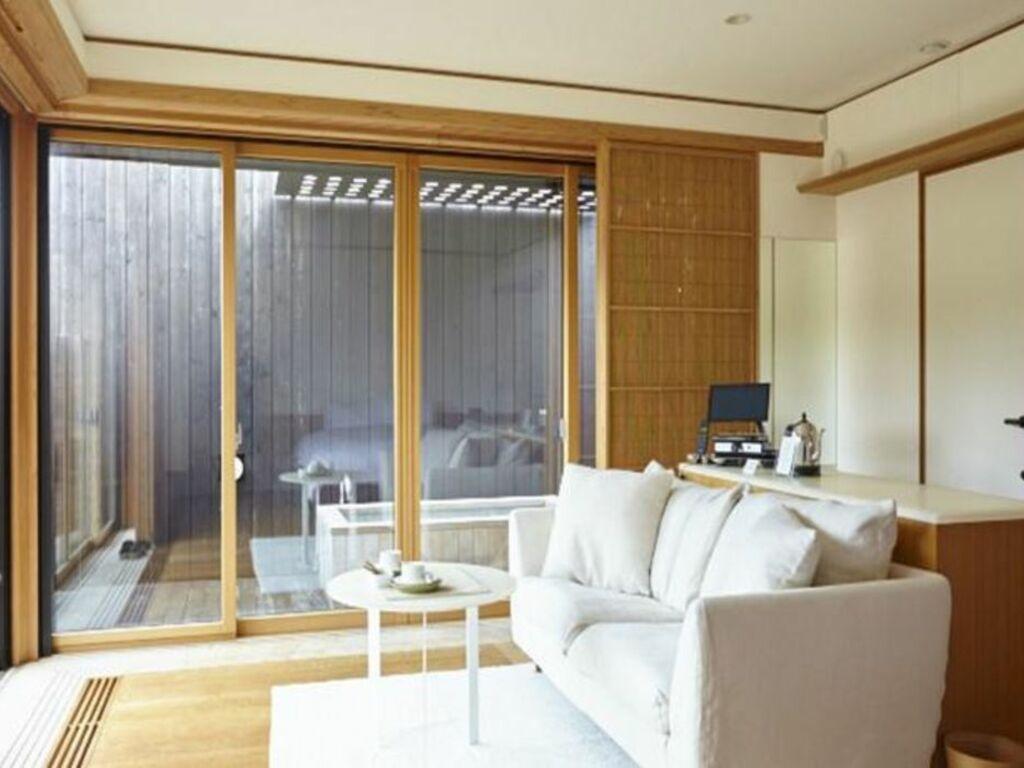 Numazu club numazu japon my boutique hotel for Armoire penderie style japonais