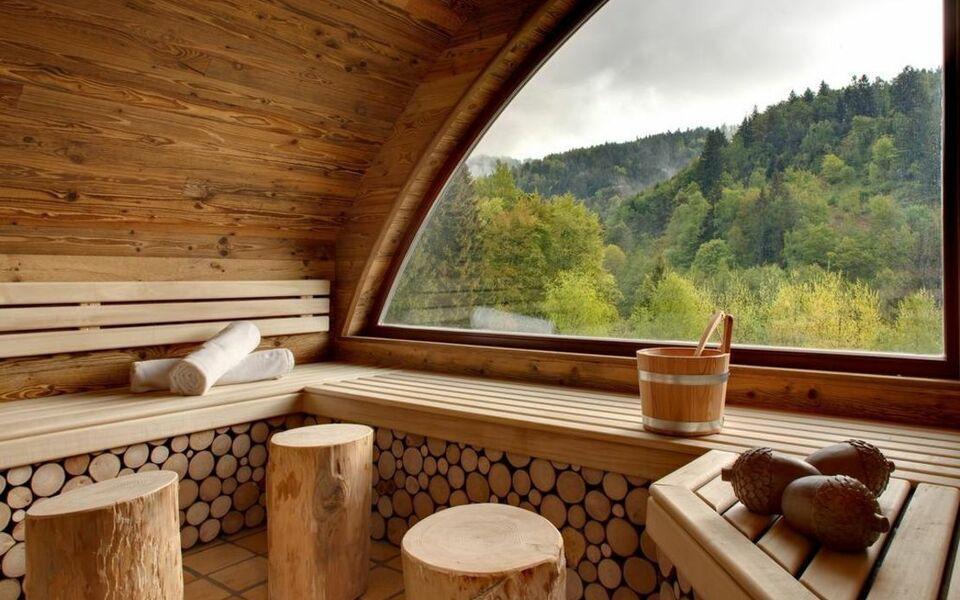 hostellerie la cheneaudi re spa colroy la roche frankreich. Black Bedroom Furniture Sets. Home Design Ideas