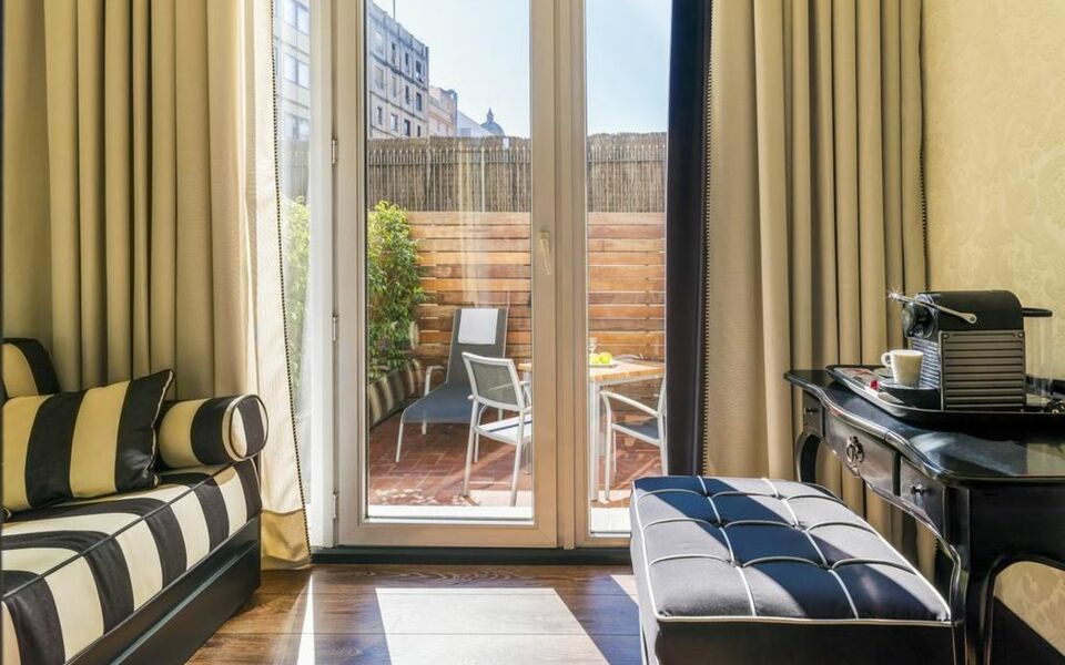 boutique hotel h10 catalunya plaza a design boutique hotel barcelona spain. Black Bedroom Furniture Sets. Home Design Ideas