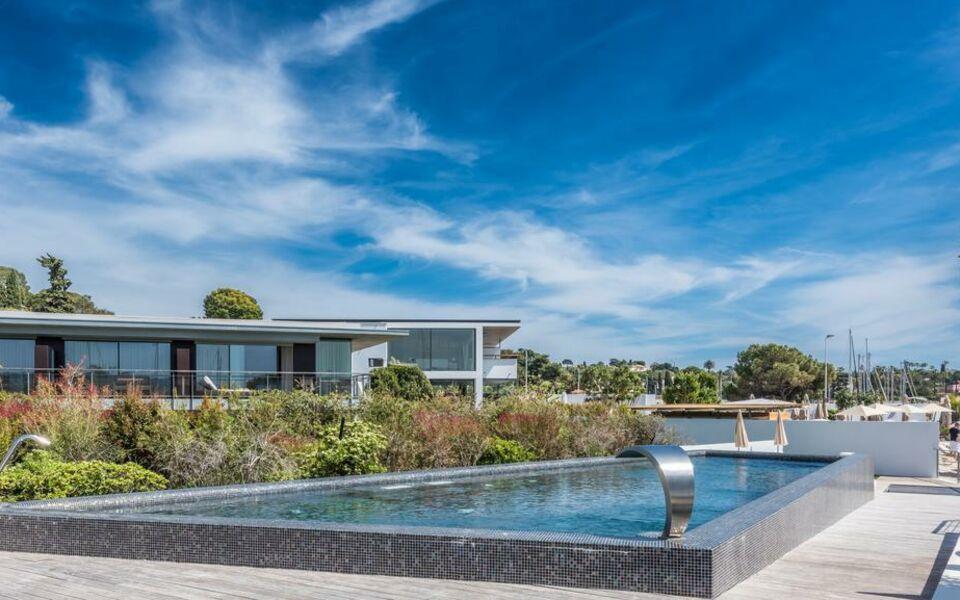 Cap d 39 antibes beach hotel a design boutique hotel juan for Hotels juan les pins