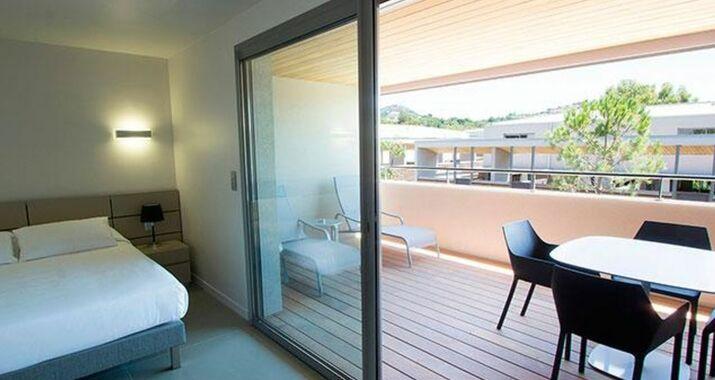 Costa nera a design boutique hotel porto vecchio france for Appart hotel porto vecchio