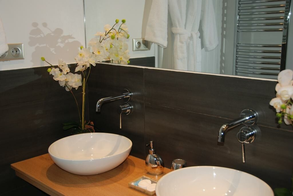 La maison de marc poitiers france my boutique hotel - La baignoire poitiers ...