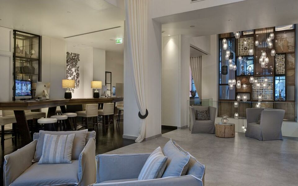 Vida downtown dubai a design boutique hotel dubai united for Small boutique hotels dubai